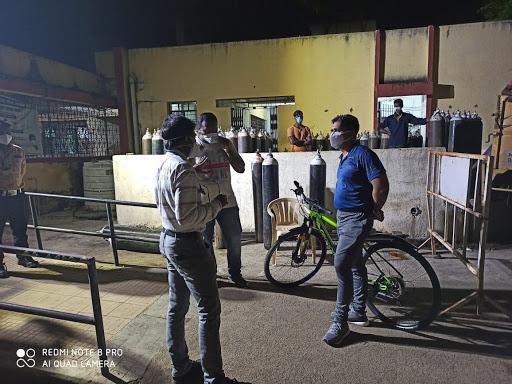'जिल्हाधिकारी सिंह रात्री एकटेच सायकलने गस्त घालतात तेव्हा'....