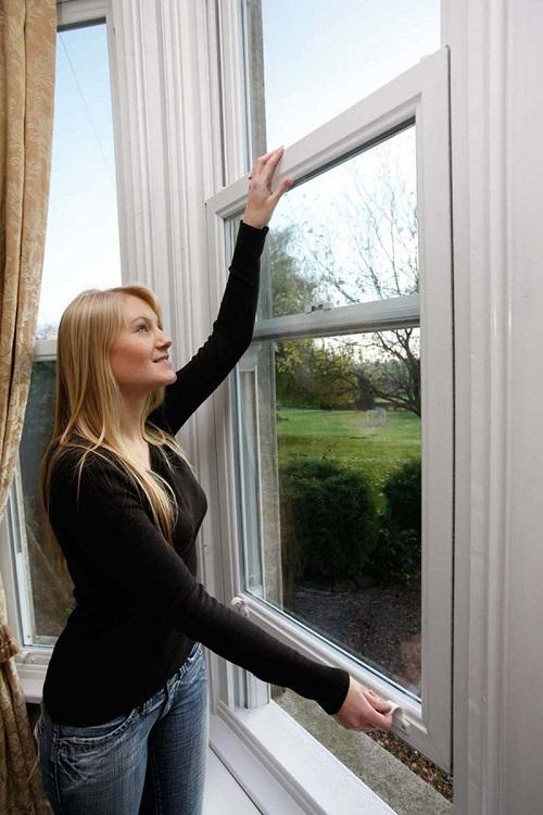 Membuka jendela geser bawah bukaan bawah