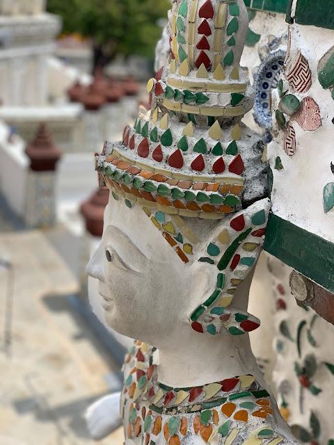 Wat Arun czyli buddyjska Świątynia Świtu w Bangkoku - ceny biletów, jak dojechać, jak się ubrać.