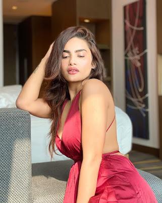 Sakshi Dwivedi Sexy Photos
