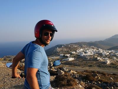 Amorgos en moto, Chora. Grecia.