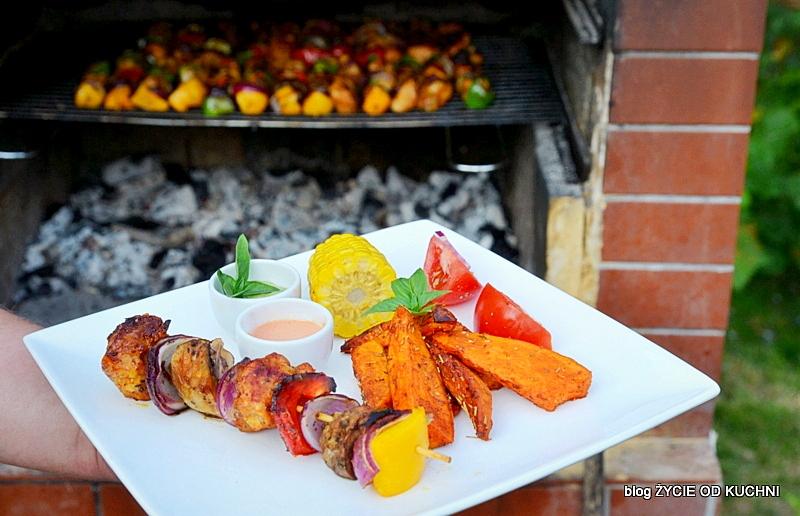 grill, przepisy na grill, czerwiec, sezonowa kuchnia, przepisy sezonowe czerwiec, truskawki, szparagi,bob, wiosenne przepisy, zycie od kuchni, hulali po polu i pili kakao