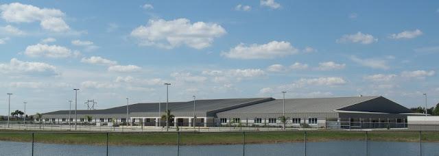 Escuela en la Cogan Drive por Bayside Lakes