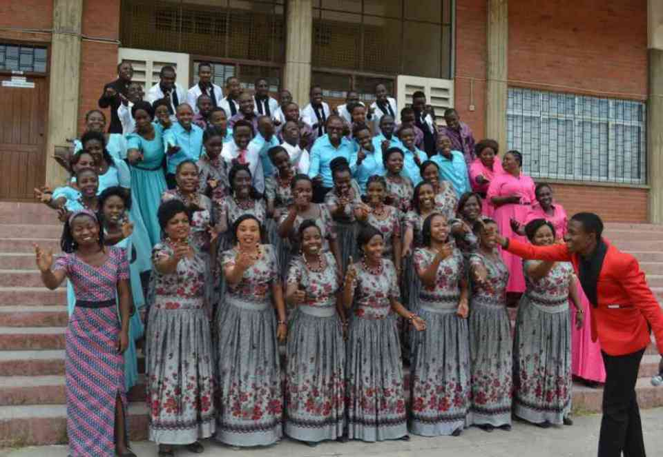 Apewe Sifa ~ St Kizito Makuburi Catholic Choir [DOWNLOAD AUDIO Mp3]