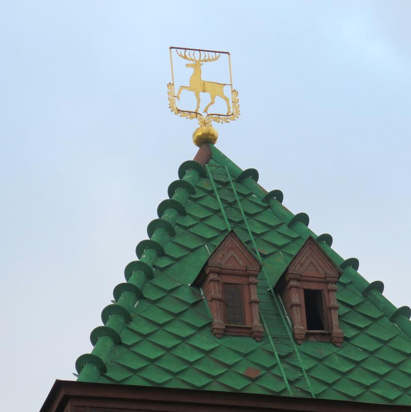 Герб города на Дмитриевской башне.