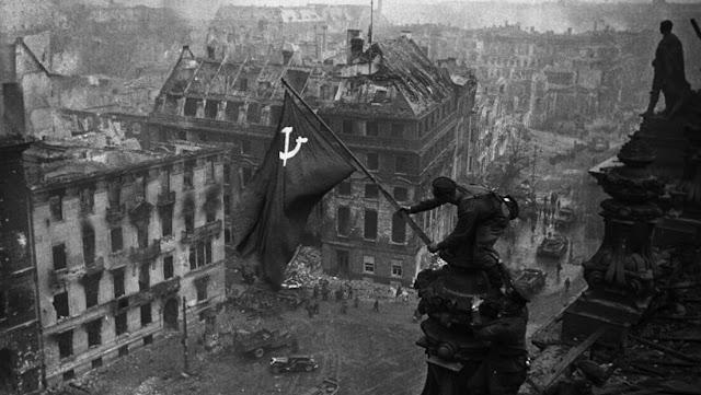 Facebook elimina publicaciones con una imagen de la Bandera de la Victoria sobre el Reichstag