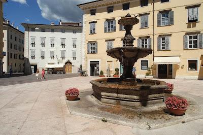 Rovereto, Piazza Erbe