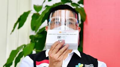 Ini Jawaban Jokowi Kepada Vaksinator Setelah Terima Vaksin Covid-19 Perdana