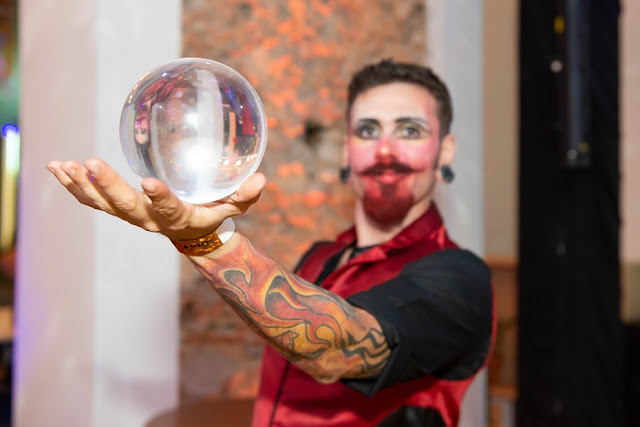 Artista circense Malabarista contato para recepção e interação entre os convidados em eventos no RJ.