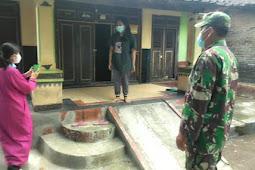 Tolak Virus Babinsa Delanggu Bersama Bidan Desa Bagikan Paket Obat Isoman Dari Pemerintah