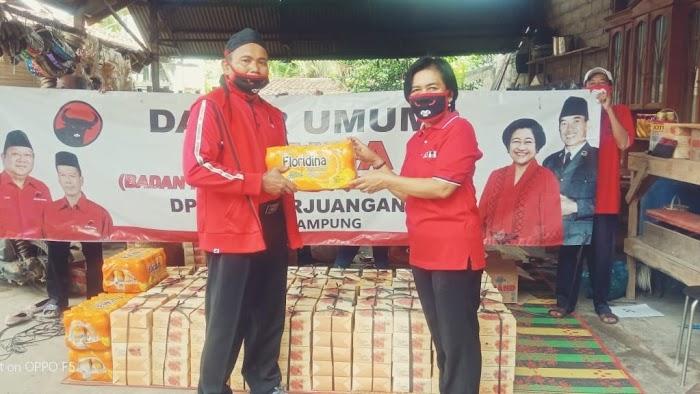 Baguna PDIP-Anggota DPRD Lampung Bagikan Takjil dan Nasi Kotak Gratis di Tulangbawang Barat