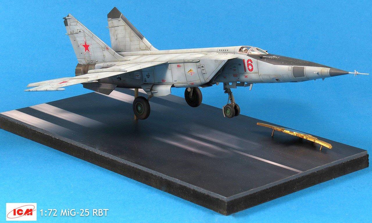 ICM 1//72 Mikoyan MiG-25RBT Soviet Reconnaissance Plane # 72172