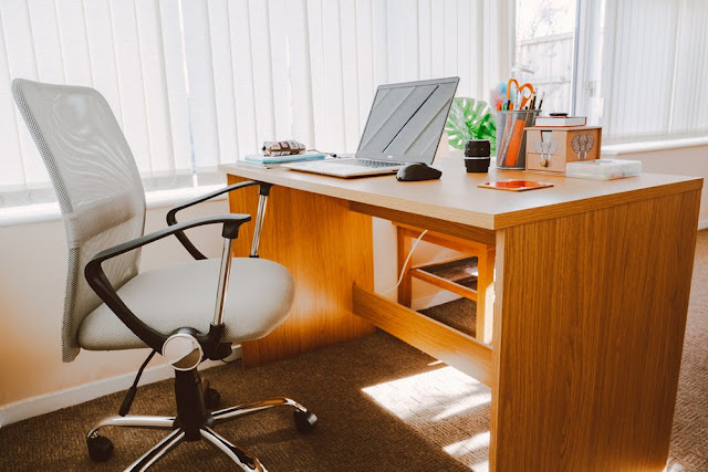 Kursi kerja di Bhinneka.com
