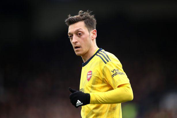 Mesut Ozil chốt tương lai chắc nịch