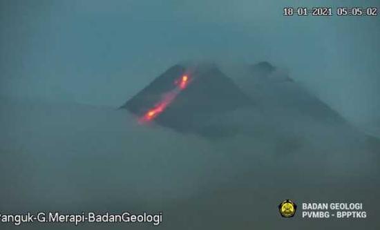 Pagi Ini Gunung Merapi Luncurkan Lava Pijar 1.000 Meter
