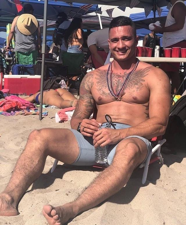 michael-mike-sorrentino-the-situation-shirtless-sexy-beach-tattoo-body-abs-muscle-pecs
