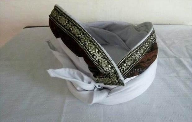 Pakaian Adat Bali Pria Udeng
