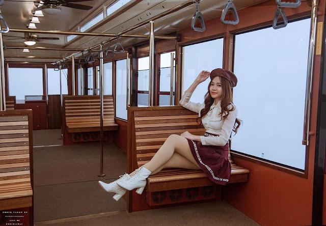 Chụp ảnh trên tàu Mường Hoa