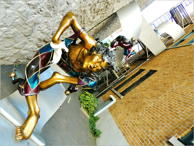 Escultura Bienvenue de Nicole Taillon en el Viejo Quebec