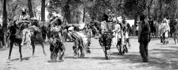 Native American Indian Pictures: Crow Native American Dancers