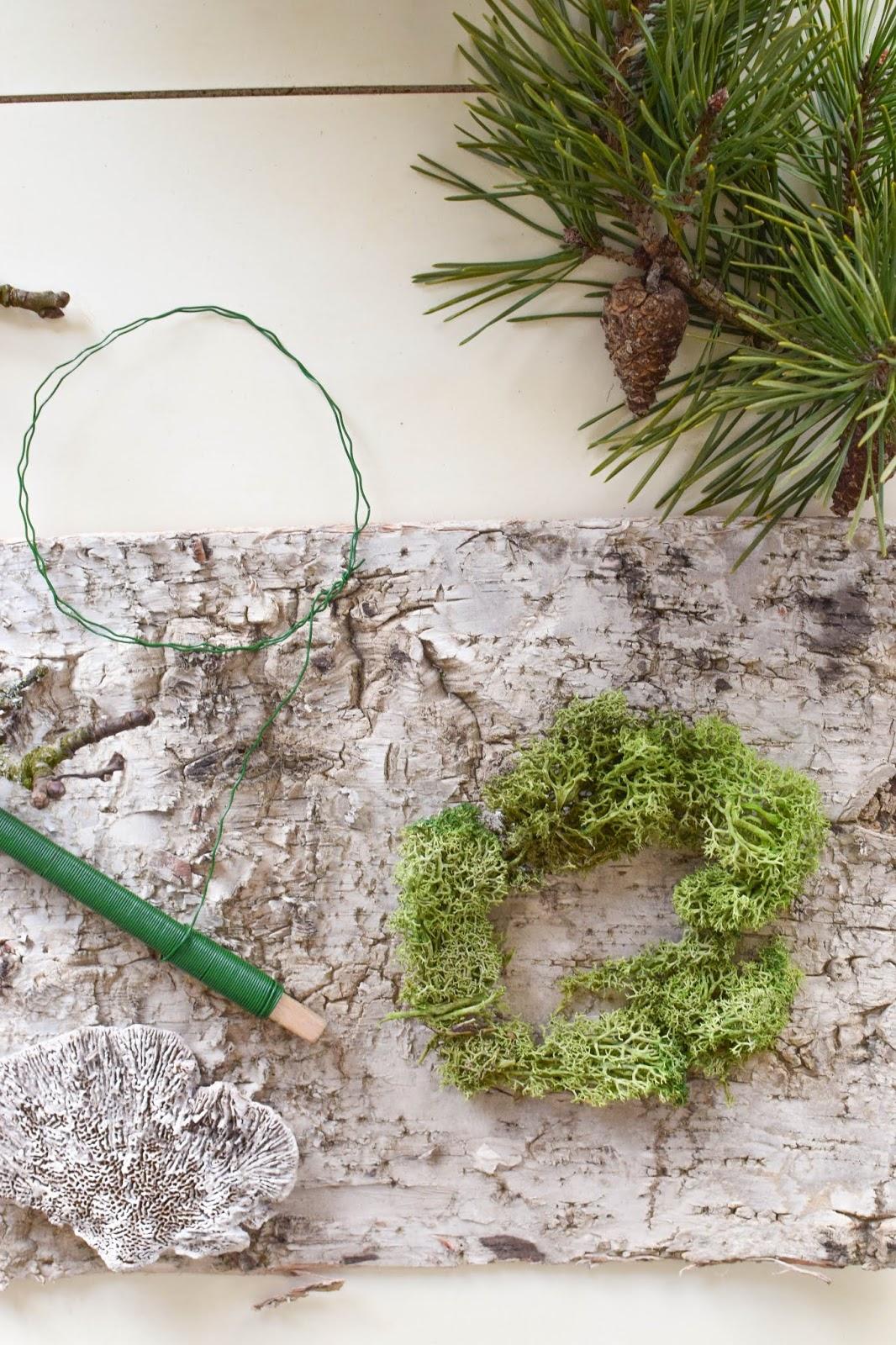 Anleitung Kranz binden aus Moos für den Herbst und Winter. DIY Dekoration basteln einfach selbermachen: Naturmaterialien basteln 9