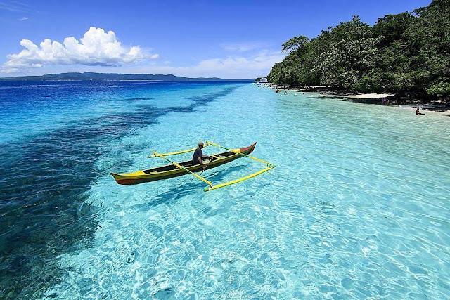 pantai liang ambon, febtarinar.com, travel blogger, lifestyle blogger