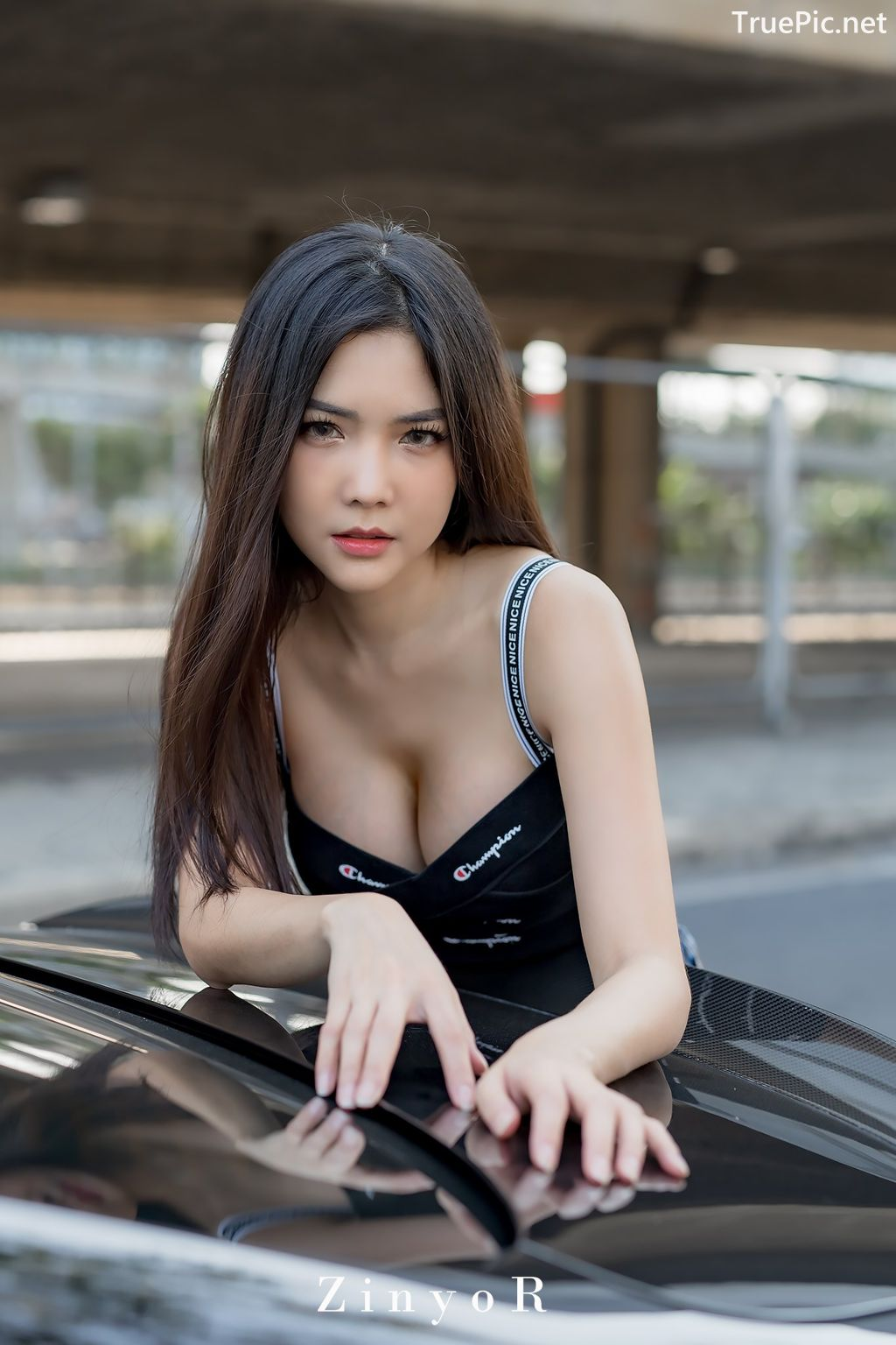 Image-Thailand-Model-Phitchamol-Srijantanet-Black-Crop-Top-and-Jean-TruePic.net- Picture-1