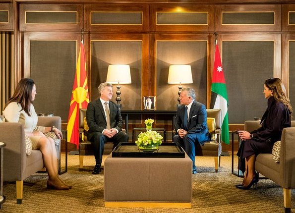 Macedonia's President Gjorge Ivanov and First Lady Maja Ivanova came to Jordan. Queen Rania wore Gianvito Rossi satin pumps, carried Bottega Veneta bag