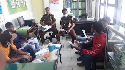 KPK Sultra Gelar aksi Unjuk Rasa di Kejati ungkap Dugaan Tindak Pidana Korupsi di Mubar