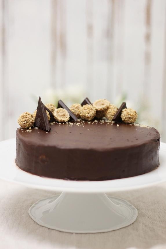 стилна торта гараш, торта гараш за рожден ден, гараш за празник, празнична торта гараш