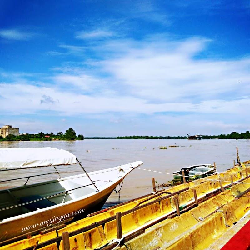 Pagi di tepian Sungai Perak , Teluk Intan