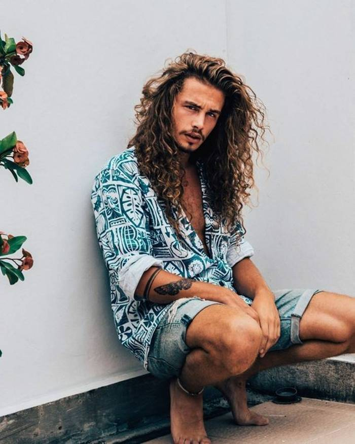 Cortes de cabelo masculino 2018: cabelo longo com textura e volume