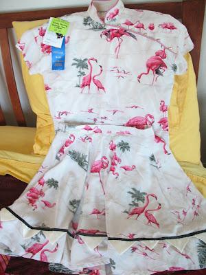 Flamingo-print top & skirt w/blue ribbon
