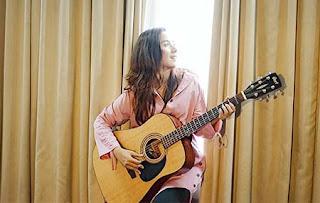Chelista Agarsi Bawa Gitar