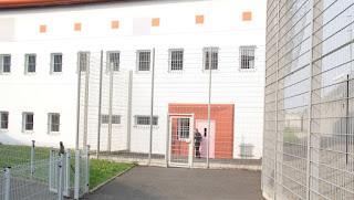 Coulaines - Huile chaude jetée sur trois gardiens de prison : le procès du détenu ce mercredi 19 juin