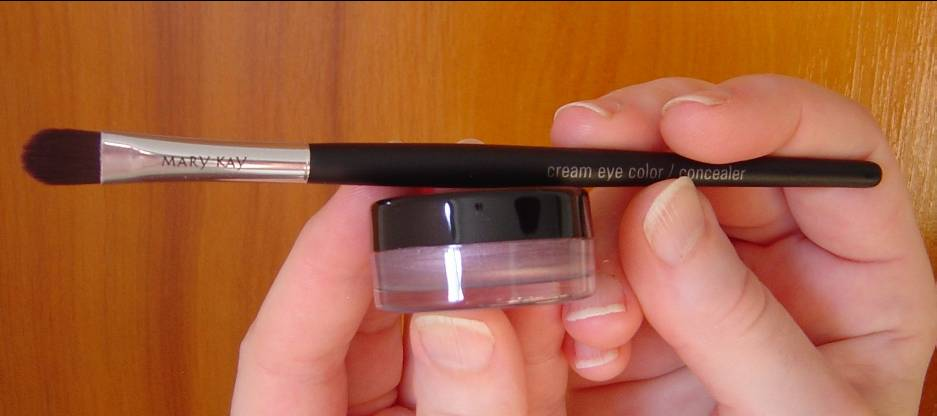 Mary Kay Cream Eye Color and Color/Concealer Brush.jpeg