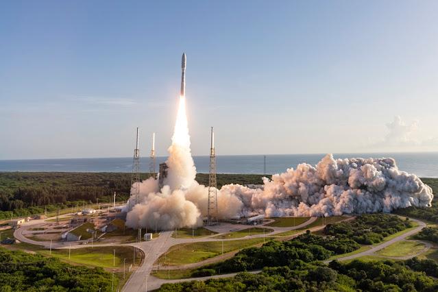 Lançamento da missão MARS 2020 a partir do Cabo Canaveral na Florida EUA