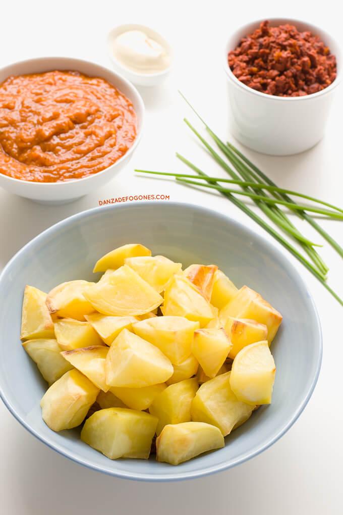 Potatoes with vegan chorizo and enchilada sauce | danceofstoves.com #recipe #vegan #DanceofStoves