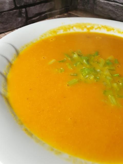 Zupa krem z marchewki z mlekiem kokosowym
