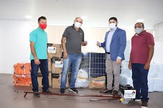 Prefeitura de Governador Newton Bello recebe equipamentos agrícolas