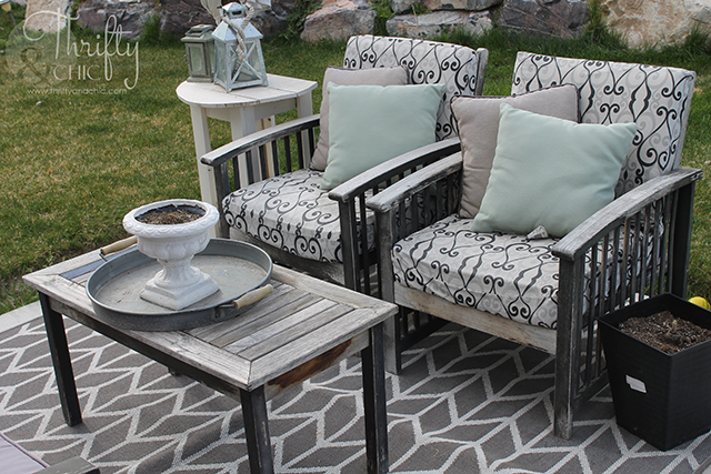 Patio makeover on a budget. Patio decorating ideas and decor. Update old patio furniture with a few simple steps!