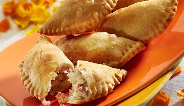 http://www.indianlazizkhana.com/2016/06/gujhiya-recipe-in-hindi.html