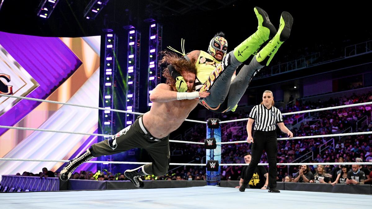 Sami Zayn e Finn Bálor avançam no torneio King of the Ring