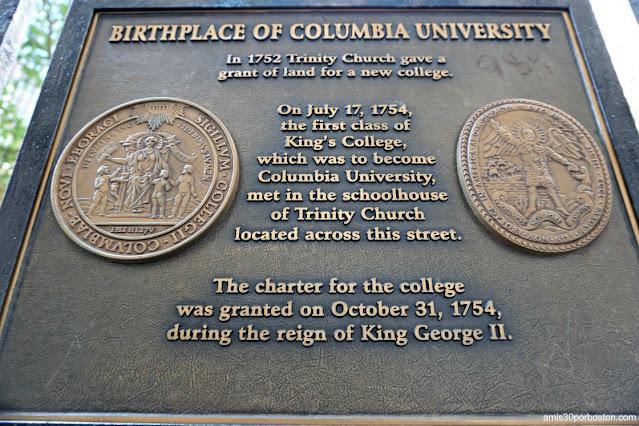 Placa Lugar de Nacimiento de la Universidad de Columbia en la Trinity Church, Nueva York