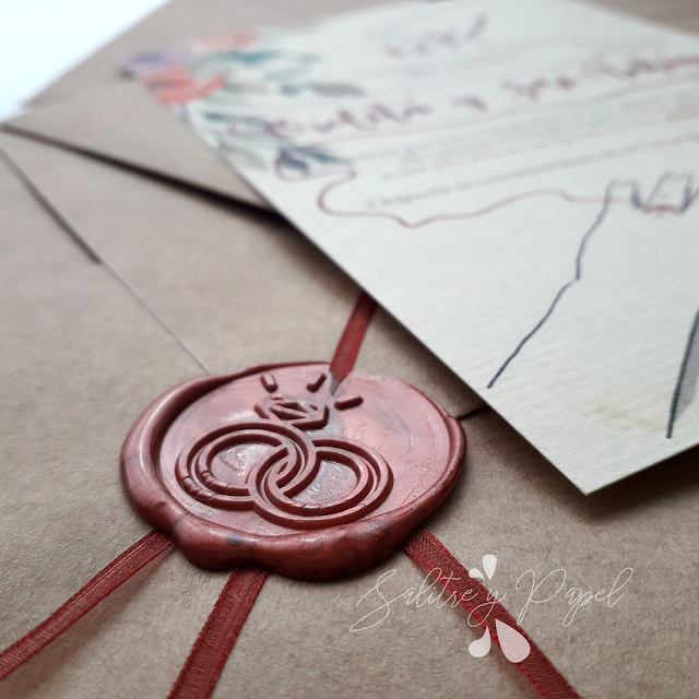 Invitaciones leyenda del hilo rojo con sobre kraft, lazo y lacre
