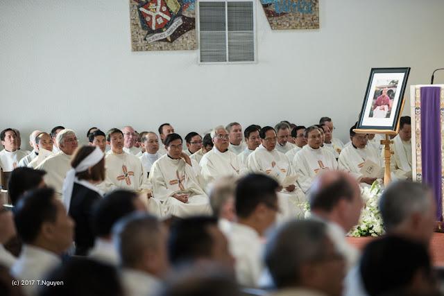 Hình ảnh thánh lễ an táng Đức Cha Dominicô Mai Thanh Lương - Ảnh minh hoạ 22