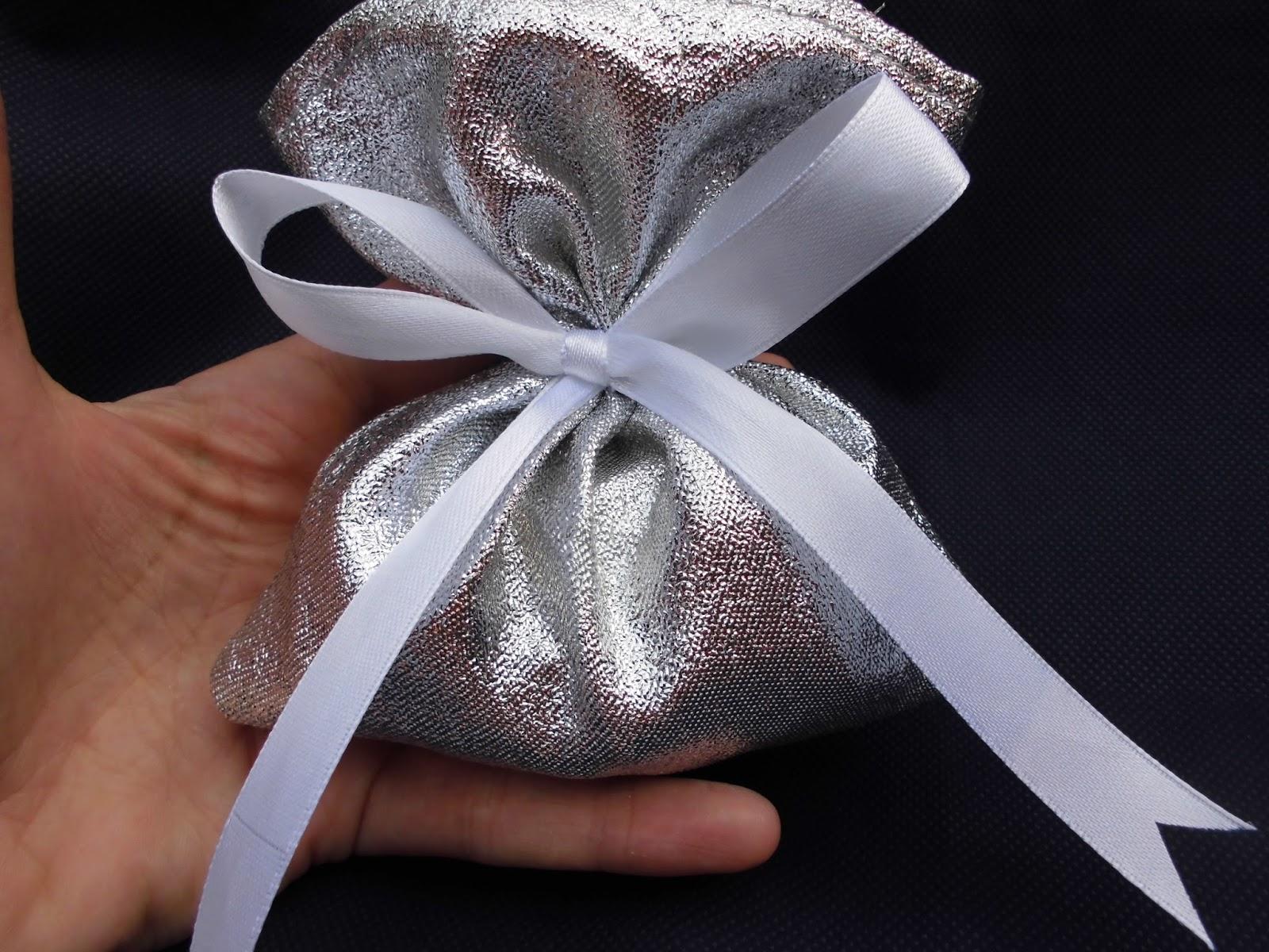 Favoloso bomboniere ricamate di sara: bomboniera anniversario matrimonio ZN21