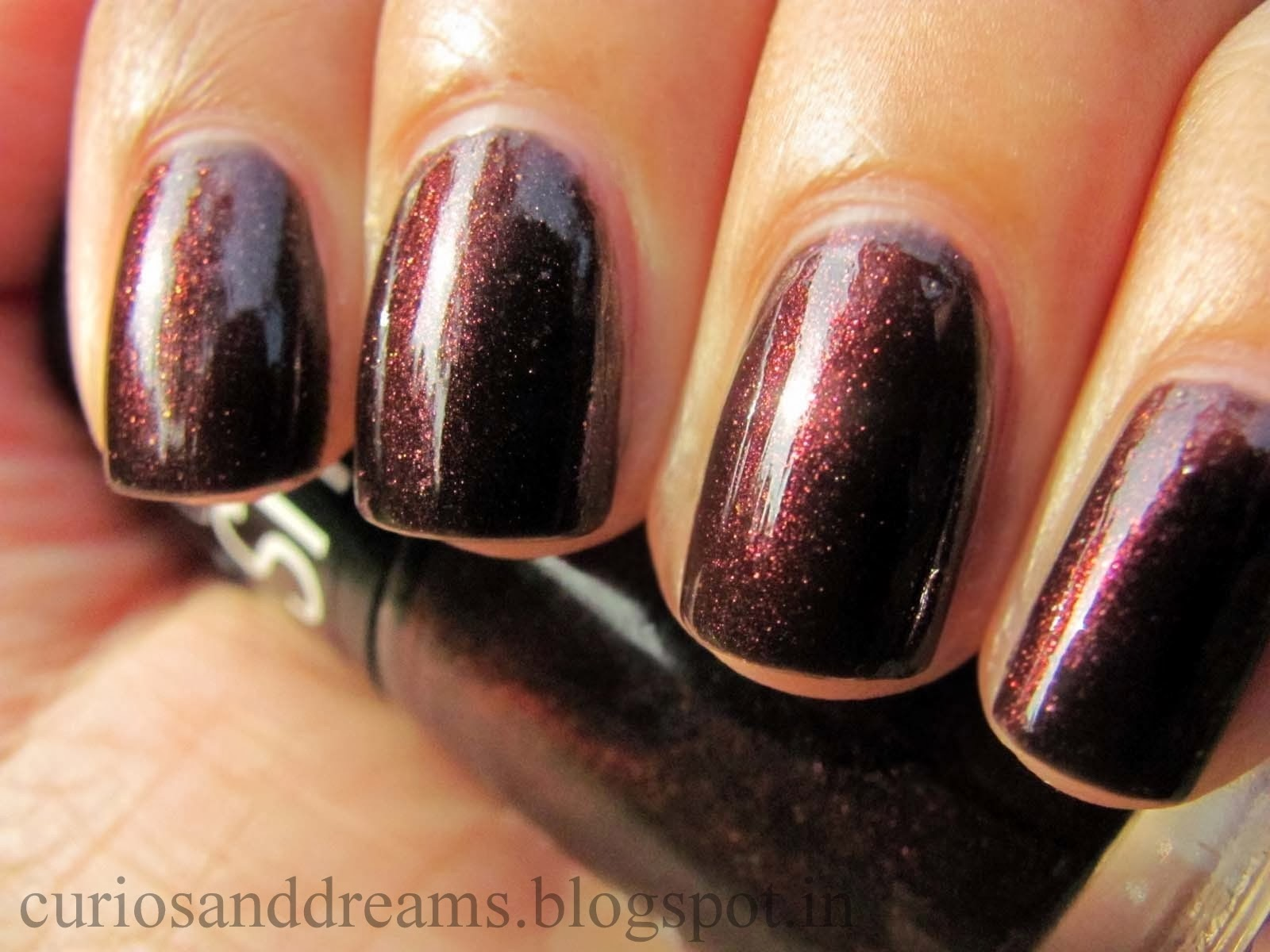 Maybelline Color Show Wine and Dine Review, Maybelline Color Show Wine and Dine NOTD, Maybelline Color Show Wine and Dine swatch
