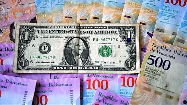 El bolívar se deprecia 52,07 % frente al dólar en un mes