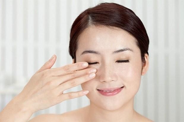 Cách xóa nếp nhăn ở đuôi mắt hiệu quả bất ngờ